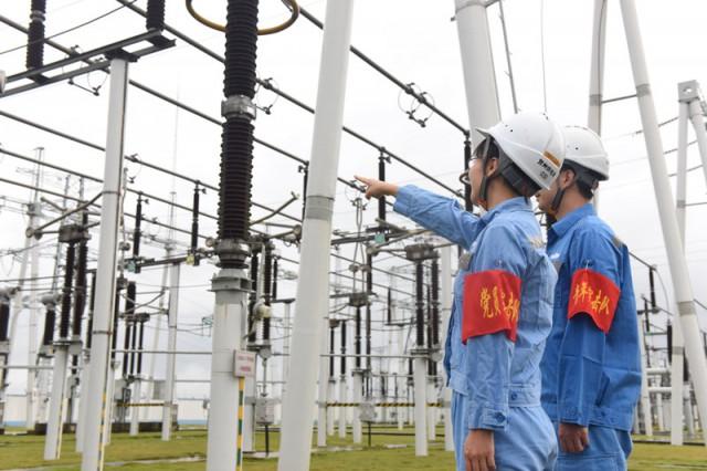 贺州供电局:抗击暴雨 保主电网安全稳定运行
