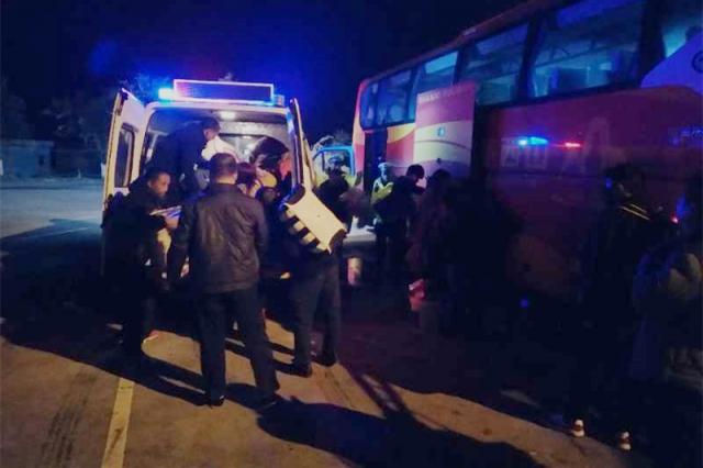 13名乘客返家路上滞留 交警暖心帮助踏上回家之路