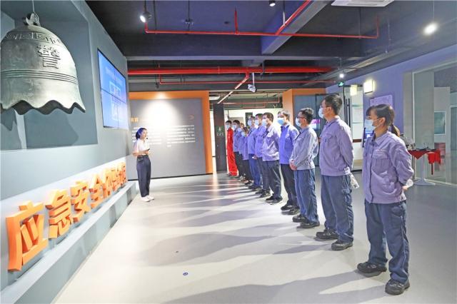 """地震模拟逃生、VR现实模拟……贺州这座""""黑科技""""展馆让参观者直呼过瘾"""
