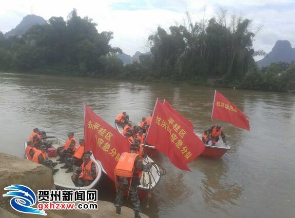 平桂区组织参加冲锋舟驾驶及水上救援培训演练