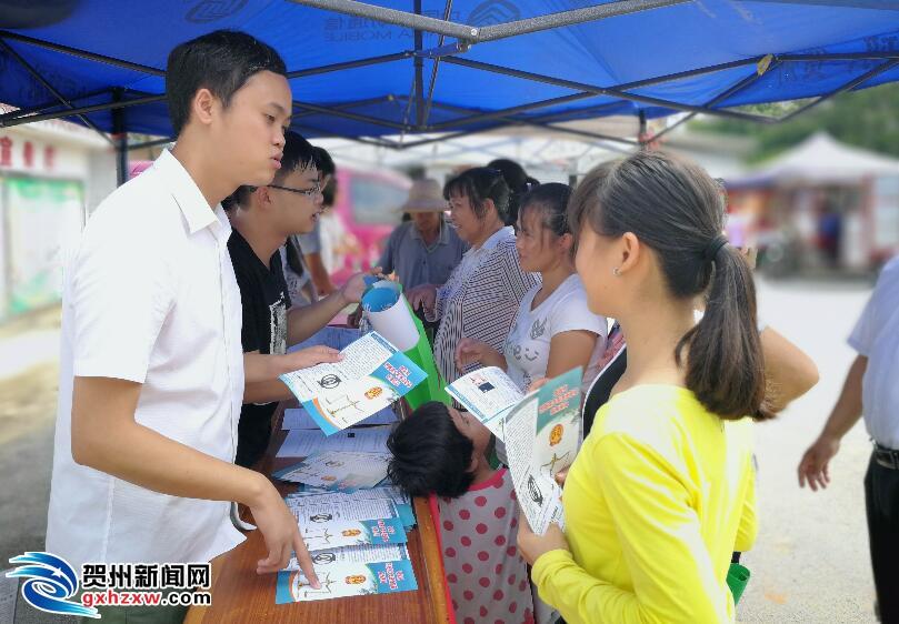 回龙镇团委开展青少年法制教育宣传活动