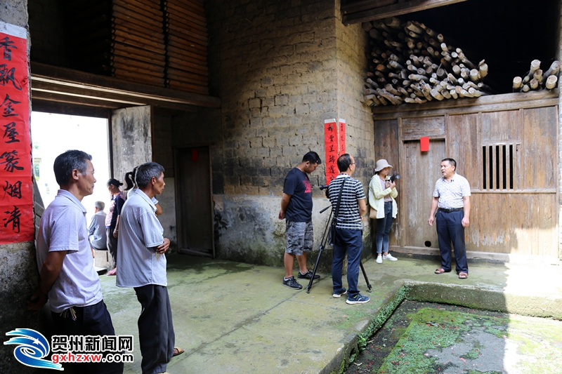 《贺州发现》摄制组到桂岭镇取景拍摄