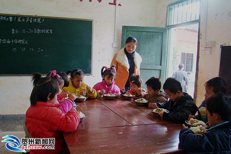 昭平县超4万学生受益营养餐