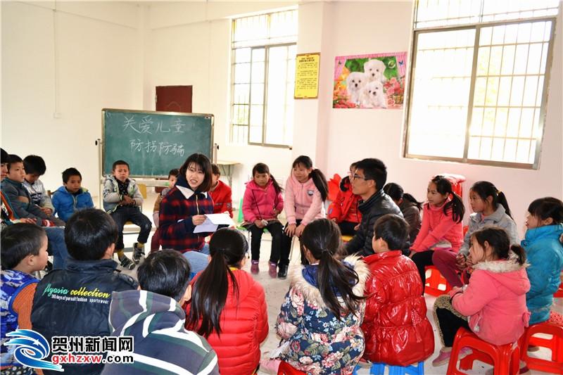 钟山县同古镇举办儿童现场模拟防拐防骗活动