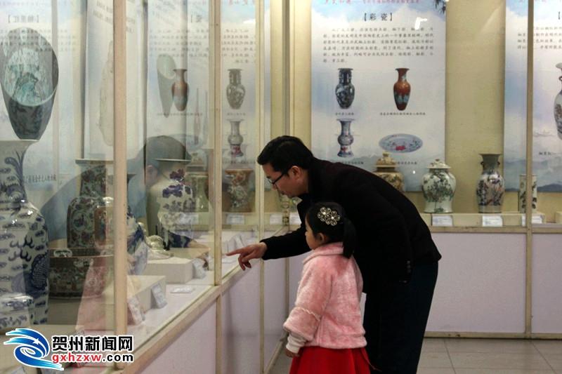 贺州市博物馆展出140多件馆藏陶瓷...