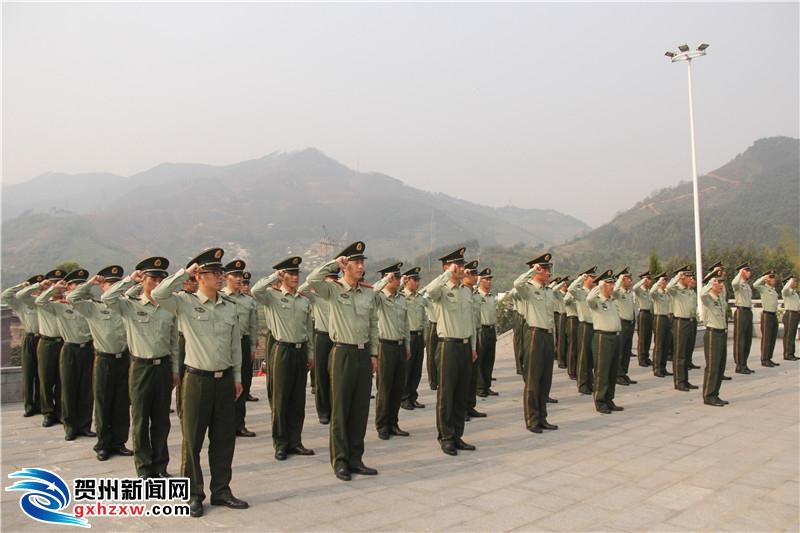 贺州市公安消防支队组织官兵清明节祭扫烈士墓