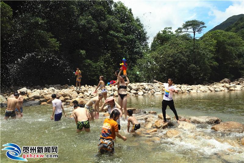 姑婆山旅游景区举办2018嘻·夏纳...