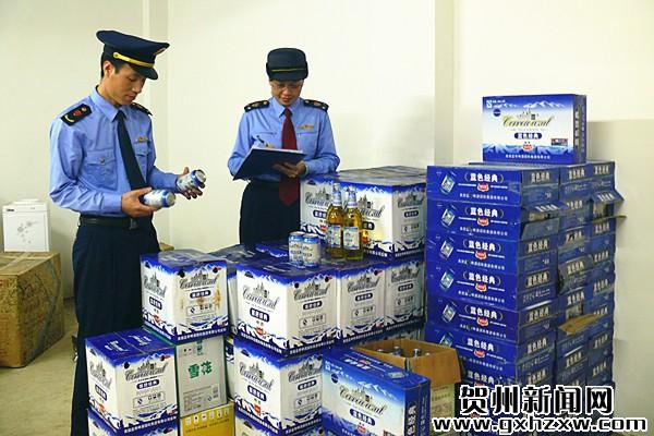 """昭平工商查获80余件假冒""""蓝带""""啤酒"""