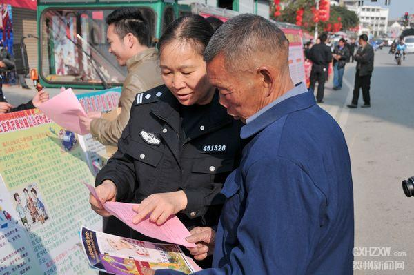 富川公安局积极开展12.4法制宣传