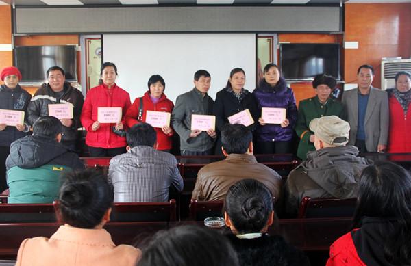 钟山县506名困难职工喜获新年大礼包