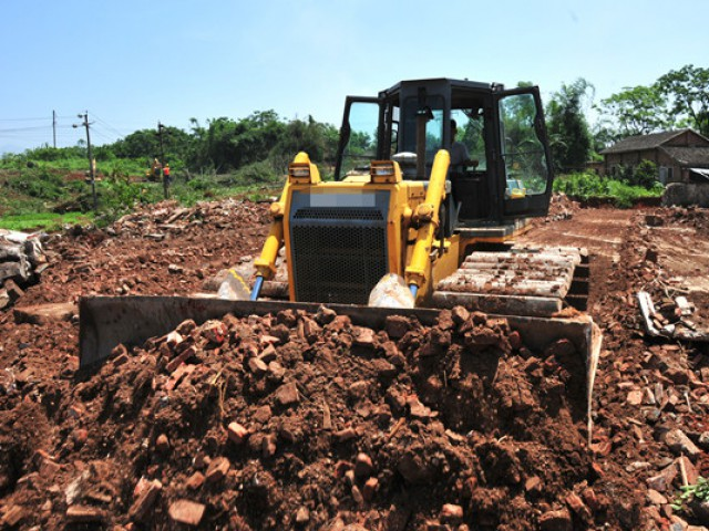 平桂管理区扶贫生态移民工程加紧项目清表作业
