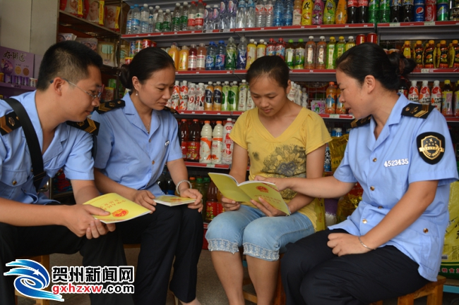 钟山:新食品安全法宣传在行动