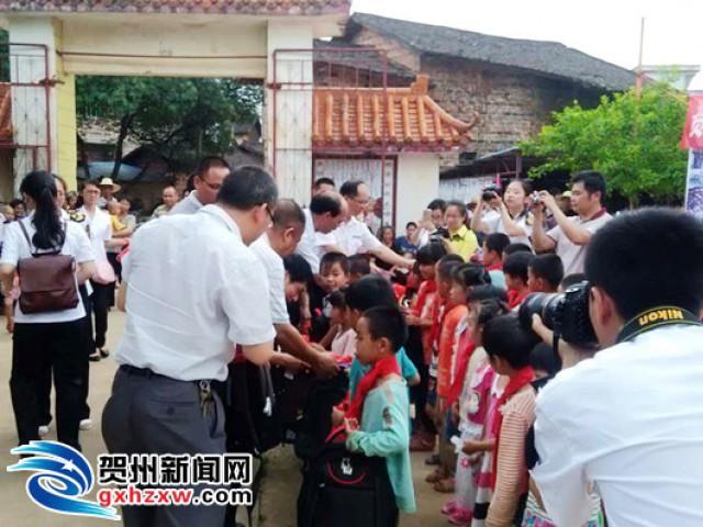 """【庆'六・一'】仁义山区贫困儿童快乐过""""六・一"""""""