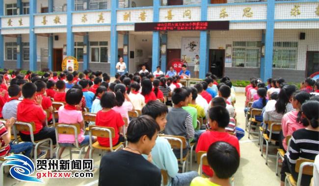 同古镇开展法制宣传教育进校园活动