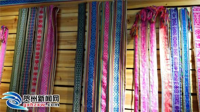 """据贺州学院博物馆馆长李晓明介绍,""""瑶族织锦中有很多花纹,这些花纹"""