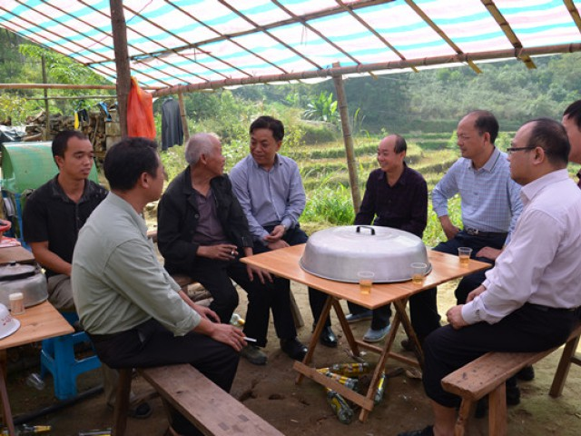 市政协主席陆海平到南乡镇开展精准扶贫专题调研