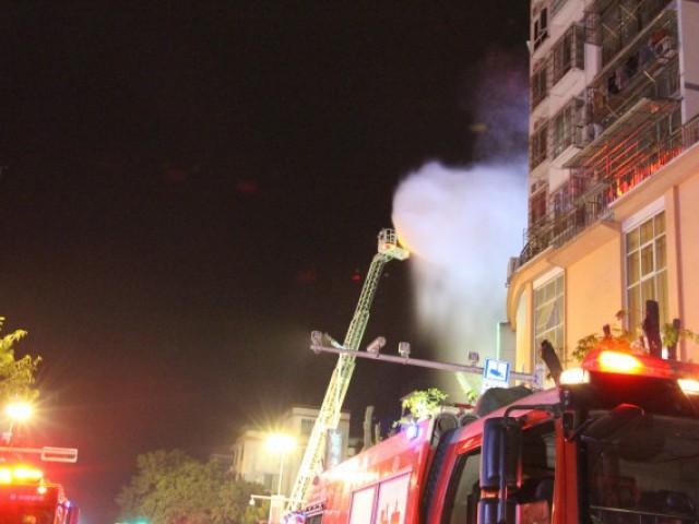 刚发生!10辆消防车已开至八步区龙山路泰兴
