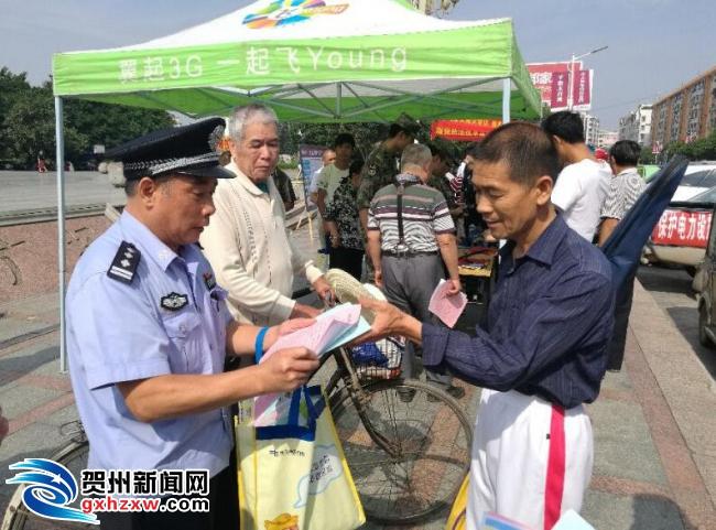 """贺州供电局联合军、警、民开展""""三电""""护线宣传活动"""