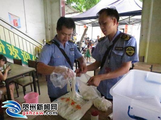 平桂开展暑期旅游景区餐饮安全检查