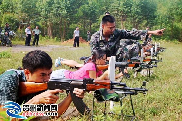 钟山开展机关领导干部实弹射击训练