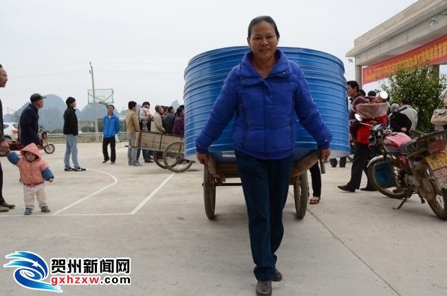 平桂为1000农户配置标准化储粮仓