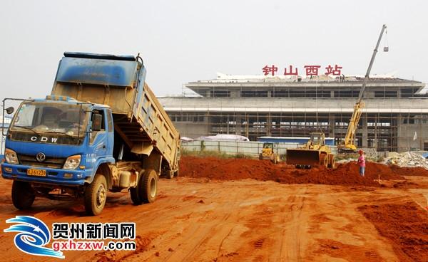 钟山:98项重大项目完成投资22.75亿元