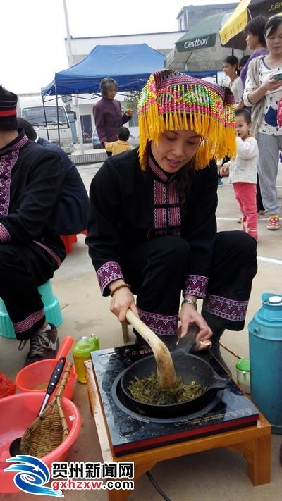 两安乡举办庆乡庆特色油茶比赛