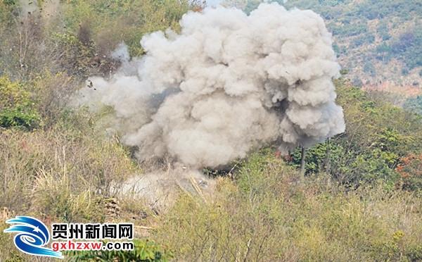 平桂警方迅速行动 炸毁非法采矿点