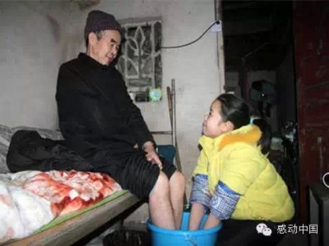 """""""背""""父上学女孩陈春林入围""""2014感动中国人物""""候选人"""