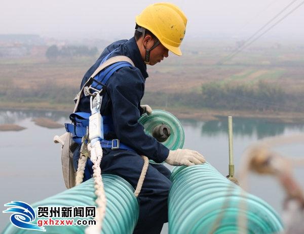 贺州供电局:提前部署做好贵广高铁春运的保供电