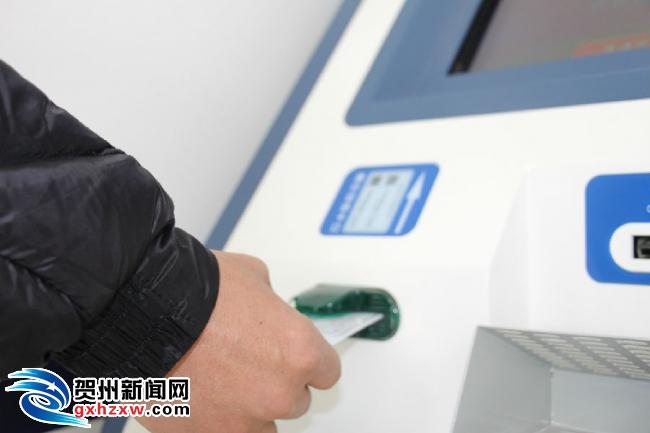 全市首台港澳通行证自助办理机正式投入使用  三分钟即签即走